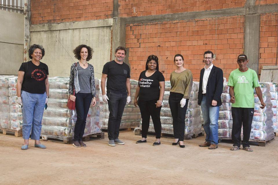 1200 cestas básicas são entregues por voluntários do Quarentena Solidária