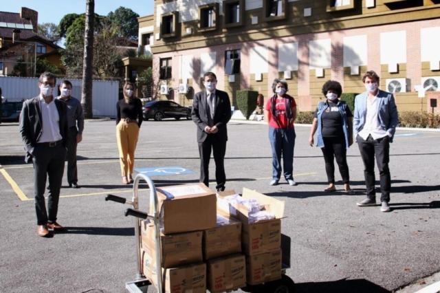 Doação de cinco mil máscaras foi obtida por meio da OAB-PR